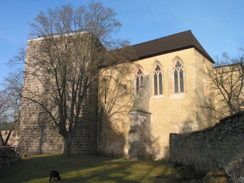 A kápolna és a Hagyma-torony (Forrás: www.hrad-zvikov.eu)