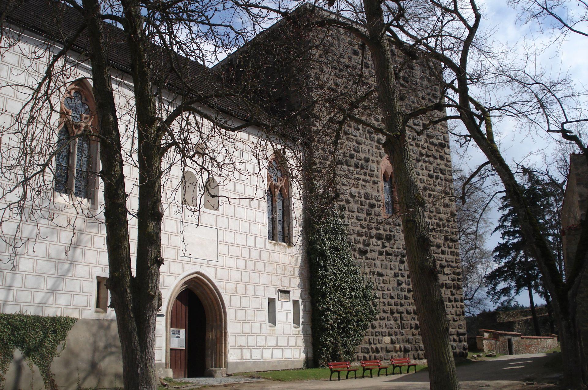 A palota és a Hagyma-torony (Forrás: www.hrad-zvikov.eu)