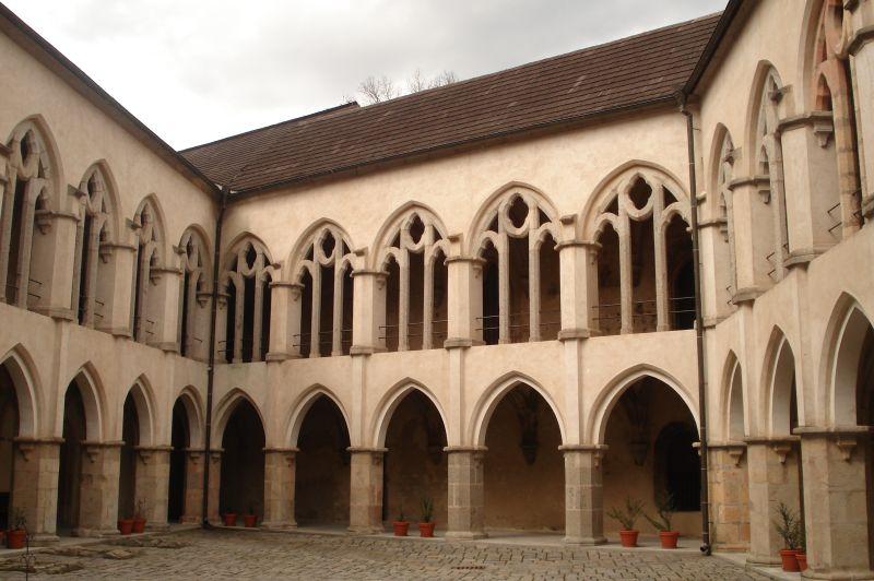 A palota udvara (Forrás: www.hrad-zvikov.eu)