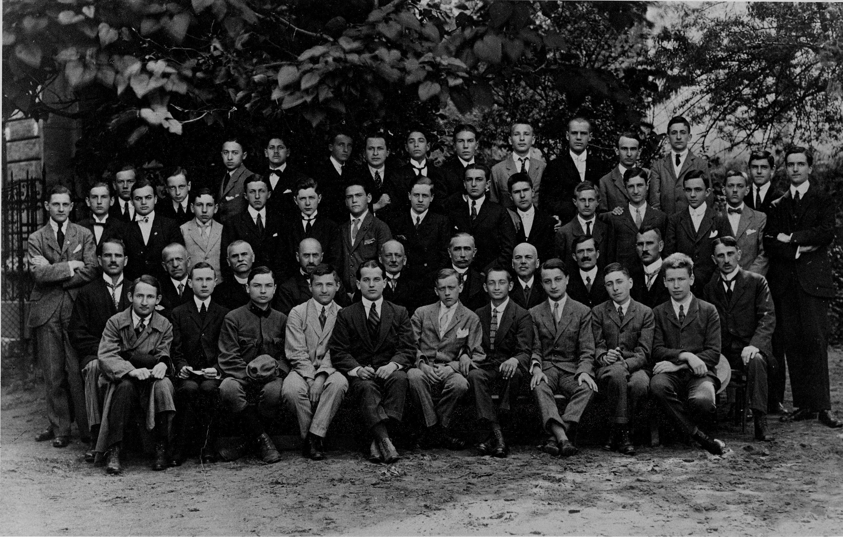 fasori_gimna_zium_highschool_class_1919_ra_tz_la_szlo.jpg