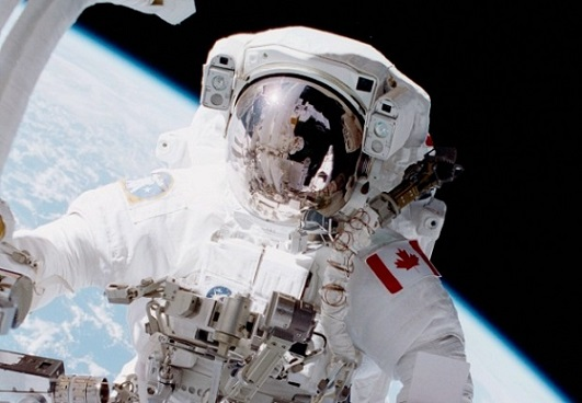 sts_100_hadfield_eva-620x429.jpg