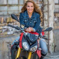 Kis Viktória és a motorozás
