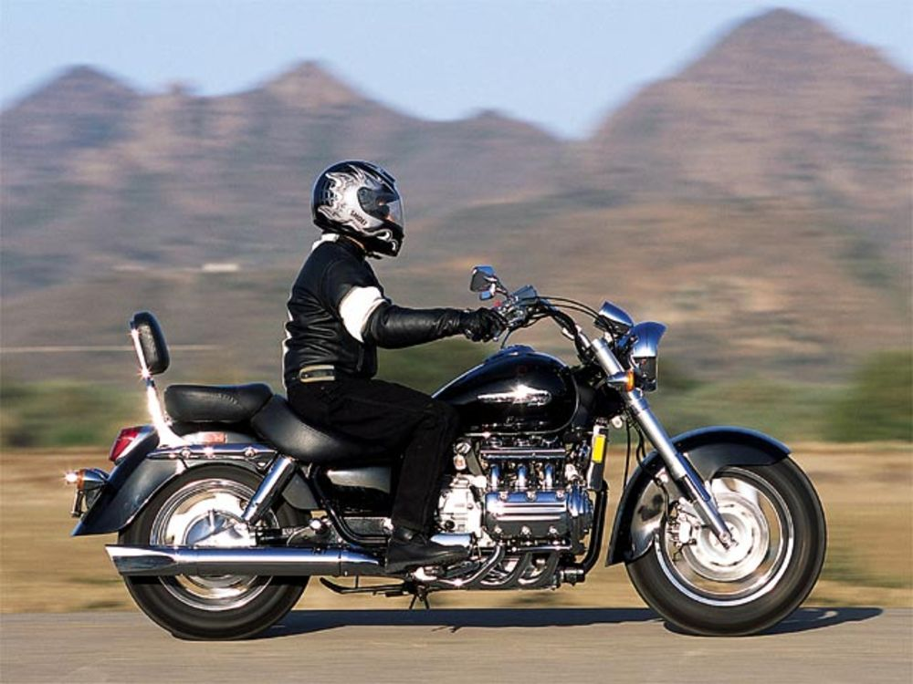 123_0210_buck_11l_2003_honda_valkyrie_ride_right_view.jpg