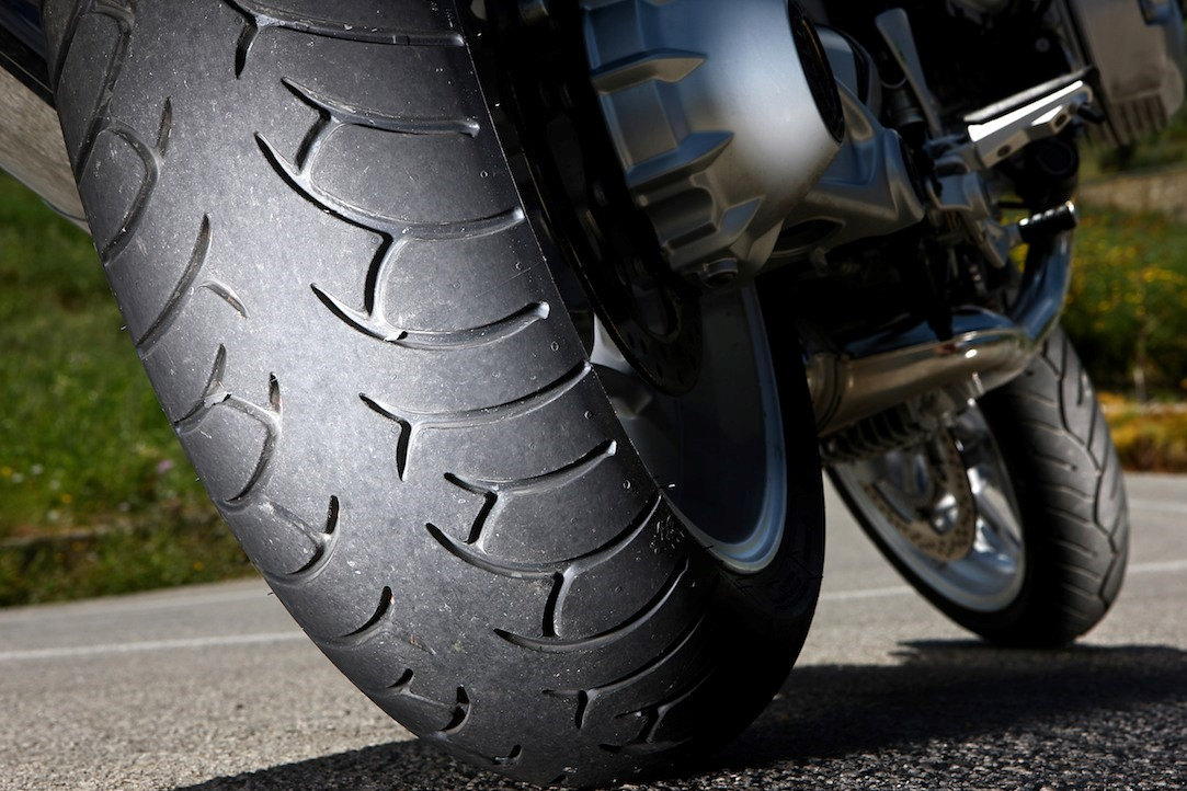 2015_2f09_2fmotorcycle-tires_1.jpg