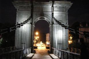 Mit keres a budapesti Lánchíd alteregója Olaszországban?