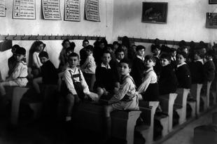 Mióta kötelező iskolába járni Magyarországon?