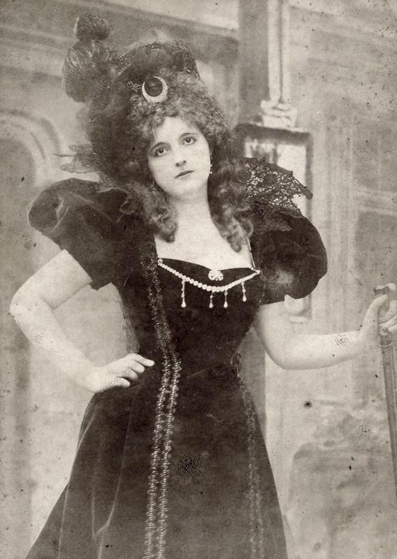 A hercegné alig 23 éves volt, amikor megismerte Jancsit, aki később megszöktette.