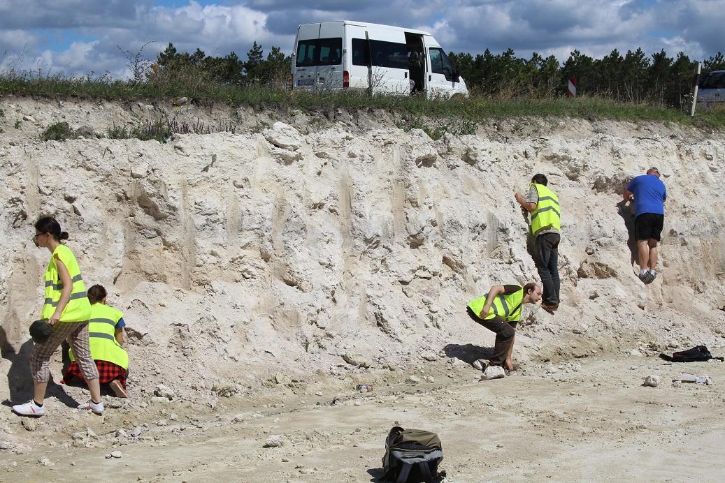 16_vp_terepgyakorlatos_eltes_geologusok_kicsi.jpg