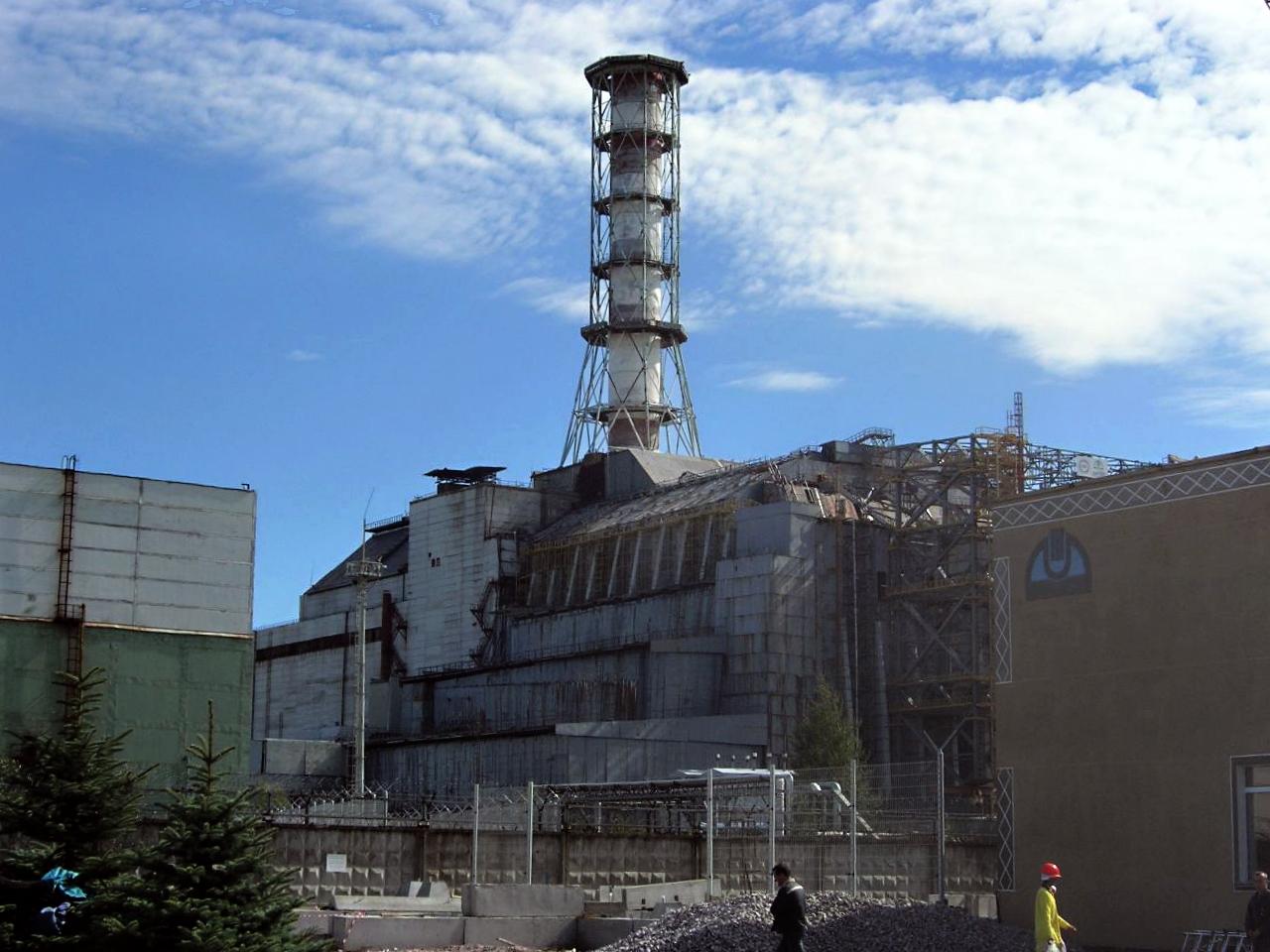 2-abra_chernobylreactor_4_blokk_szarkofag.jpg