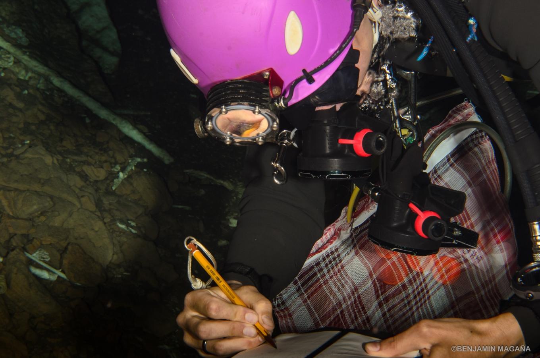 A víz alatti jegyzetelés titka: a füzet lapjai lehetőleg műanyagból készüljenek.