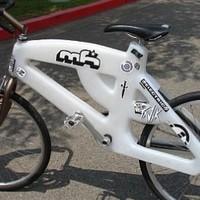 Itt a műanyag bicikli