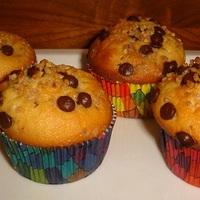Csokis-mogyorós muffin extrém színes papírban