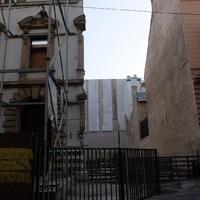 A budapesti angyal emléktáblájának utcájában