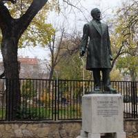 Csengery Antal szobránál