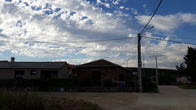 El camino, úton Murias de Rechivaldo alberguéje felé.