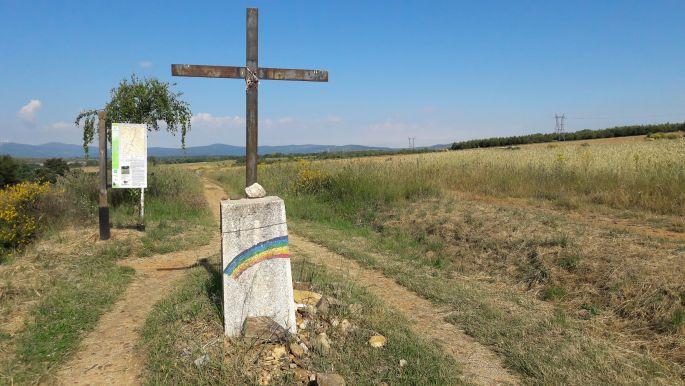 El camino, szivárványos útjelző kereszttel