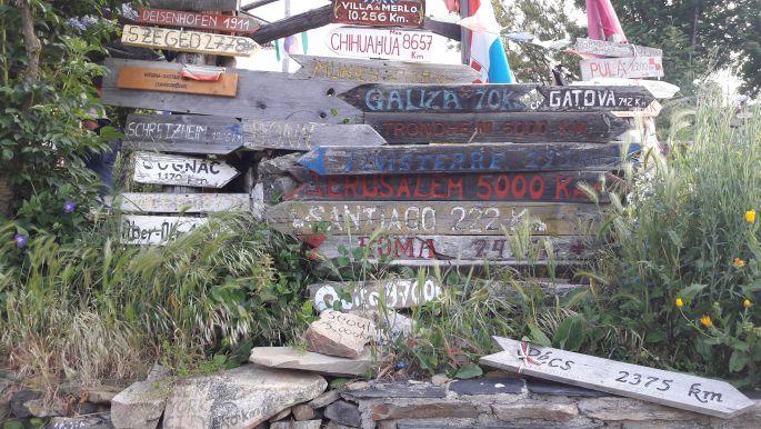 El camino, Manjarín, távolságot jelző táblák a világ minden részéről