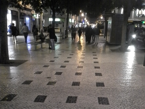 Fényes kövek Lisszabon szinte minden utcáján.