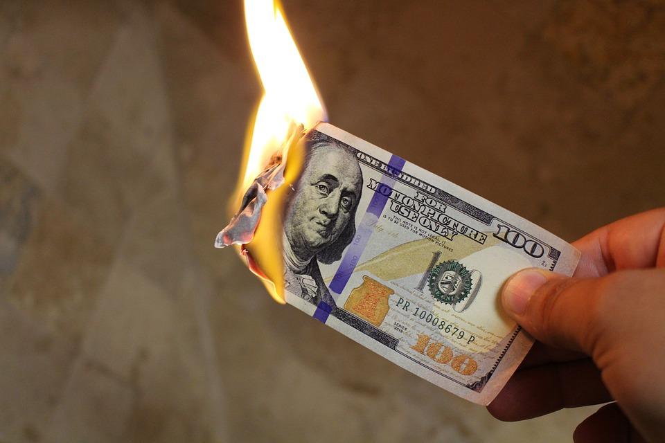 burning-money-2113914_960_720.jpg