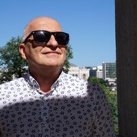 """""""Ismerni és szeretni kell a színészeket"""" - interjú Aprics László szinkronrendezővel"""