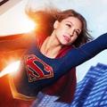 Magyarországra is leszáll Supergirl