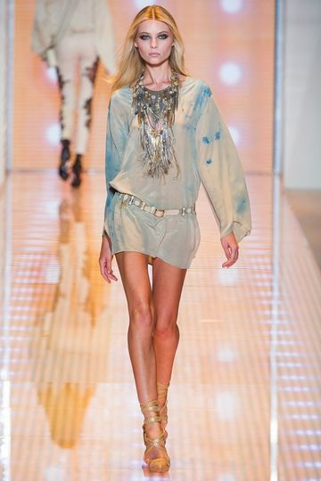 7986_fs.versace.0.00210h1_fashionshow_article_portrait.jpg