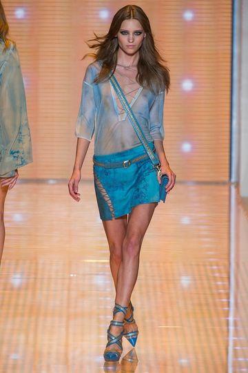 7986_fs.versace.0.00250h1_fashionshow_article_portrait.jpg