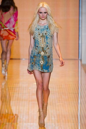 7986_fs.versace.0.00380h1_fashionshow_article_portrait.jpg