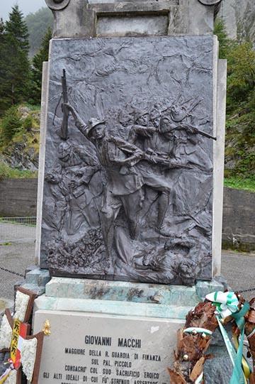 Olasz emlékmű a Plöcken-hágón