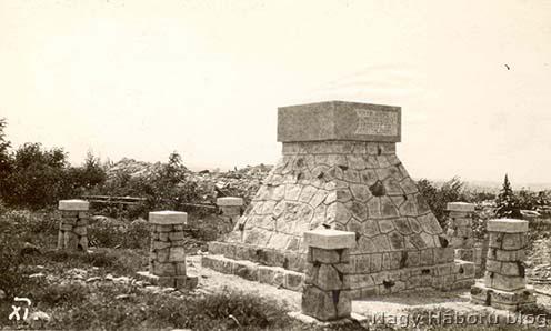 A San Martino del Carsóban álló emlékmű a háború idején