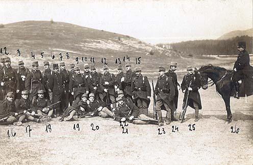 """""""Hazatérés rukkolásról Piliscsabán 1908. április havában"""" Prósz Gézát a 22-es szám jelöli"""