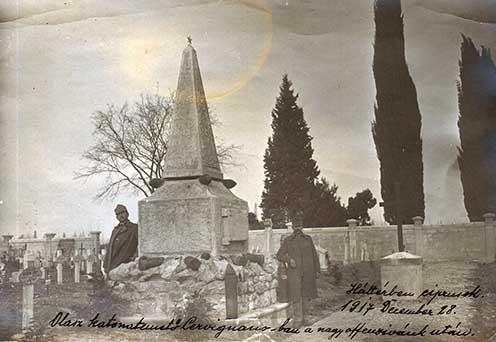 Olasz katonatemető Cervignanóban a nagy offenzívánk után. Háttérben ciprusok. 1917. december 28.