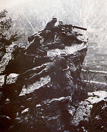 Olasz géppuskaállás a Tomba-hegyen