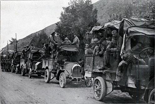 A front felé tartó francia katonák