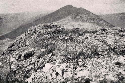 A Monte San Gabriele, háttérben a Monte Santo