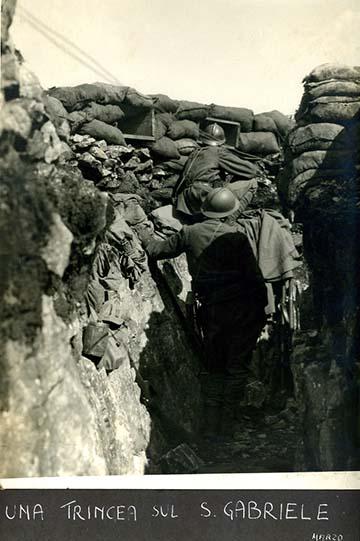 Olasz gyalogsági állás a Monte San Gabrielén