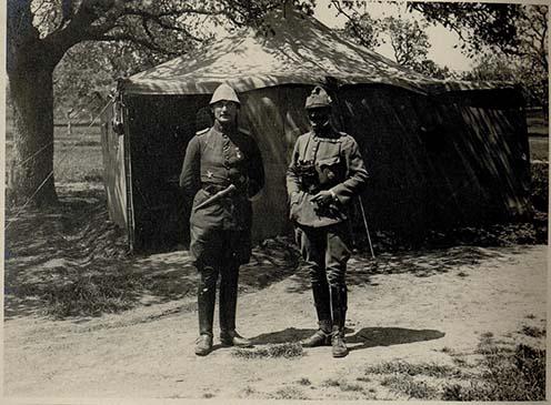 Karl Manouschek százados a török fronton Essad bej kíséretében