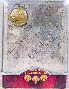 Grödel Artúr kadét szelencéje bevésett aláírásával és az angol visszavonulást megörökítő felirattal