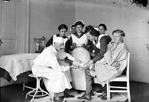 Lábprotézis felhelyezése 1916-ban