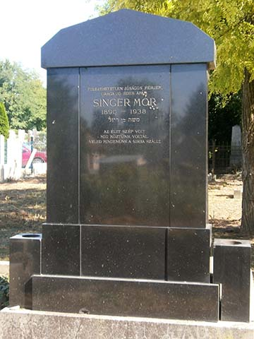Singer Mór síremléke