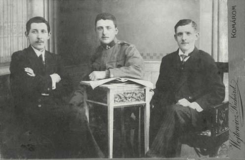 Lukovics István (középen) testvéreivel, jobbján József, balján Béla
