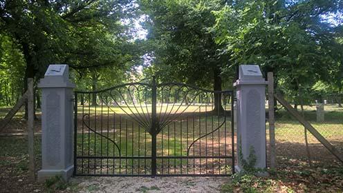 A temető kapuja napjainkban