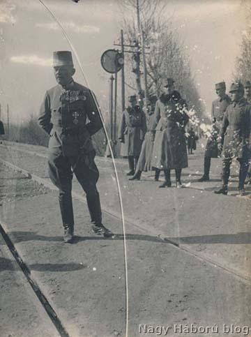 Boroević tábornagy a Boroević-hadseregcsoport parancsnokaként látogatást tesz a cs. és kir. szegedi 46. gyalogezrednél 1918 februárjában a Piavénál