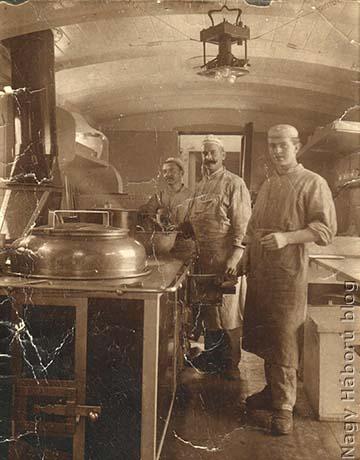 A cs. és kir. 45. sz. állandó kórházvonat konyhája, és annak személyzete