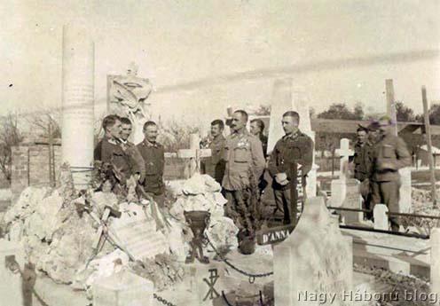 Osztrák–magyar katonák a redipugliai olasz katonai temetőben 1917 őszén