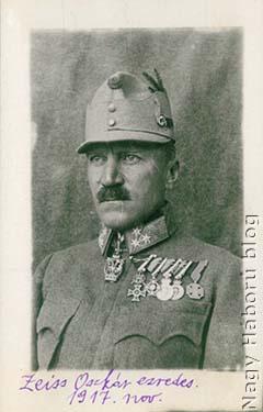 Zeiss Oszkár ezredes, a cs. és kir. szegedi 46. gyalogezred parancsnokának fotója Kókay László feliratával. A cs. és kir. debreceni 39. gyalogezredtől 1915. július 4-én a Doberdón került a 46-osokhoz és a háború végéig az ezred parancsnoka maradt