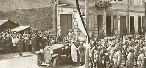 Frigyes főherceg bevonulása a visszafoglalt városba