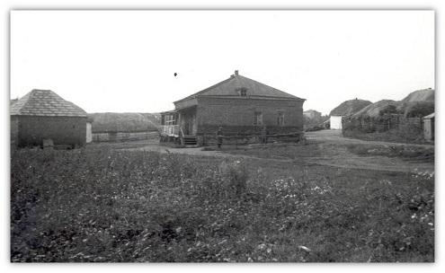 3_a_6_gyalogezred_parancsnoksaganak_epulete_liszkiben_1942_augusztus.jpg