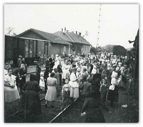 6_somogyi_alakulatot_szallito_szerelveny_athalad_dobrokoz_vasutallomasan_1943_majus_3.jpg