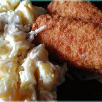 Rántott hal, házi majonézes burgonyasalátával